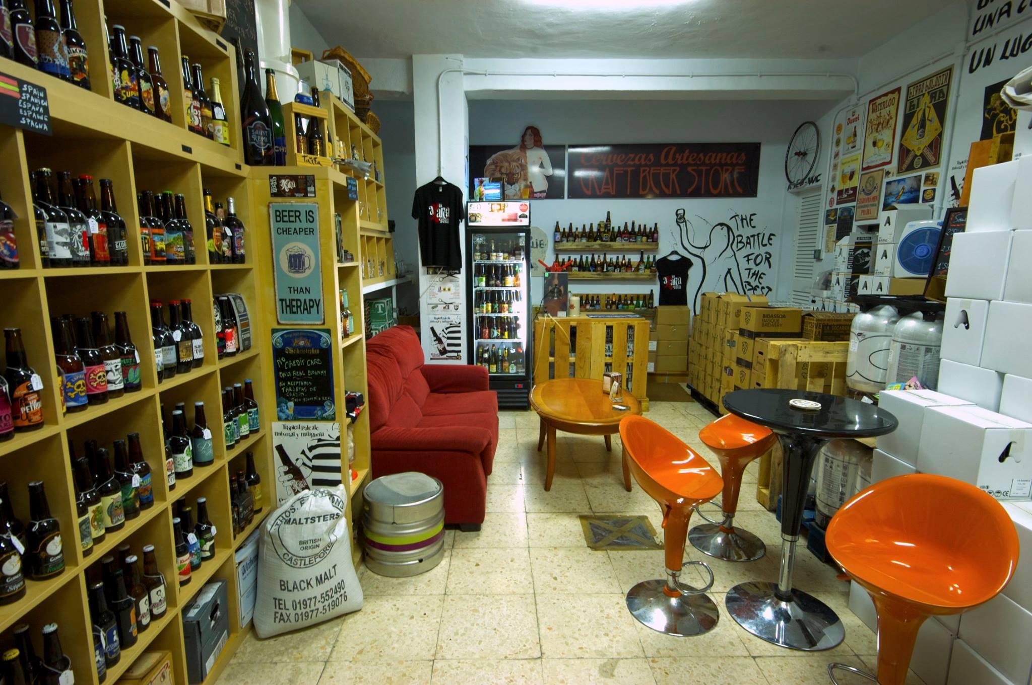 El Garage de la cerveza de la Calle San Sebastián de Frigiliana