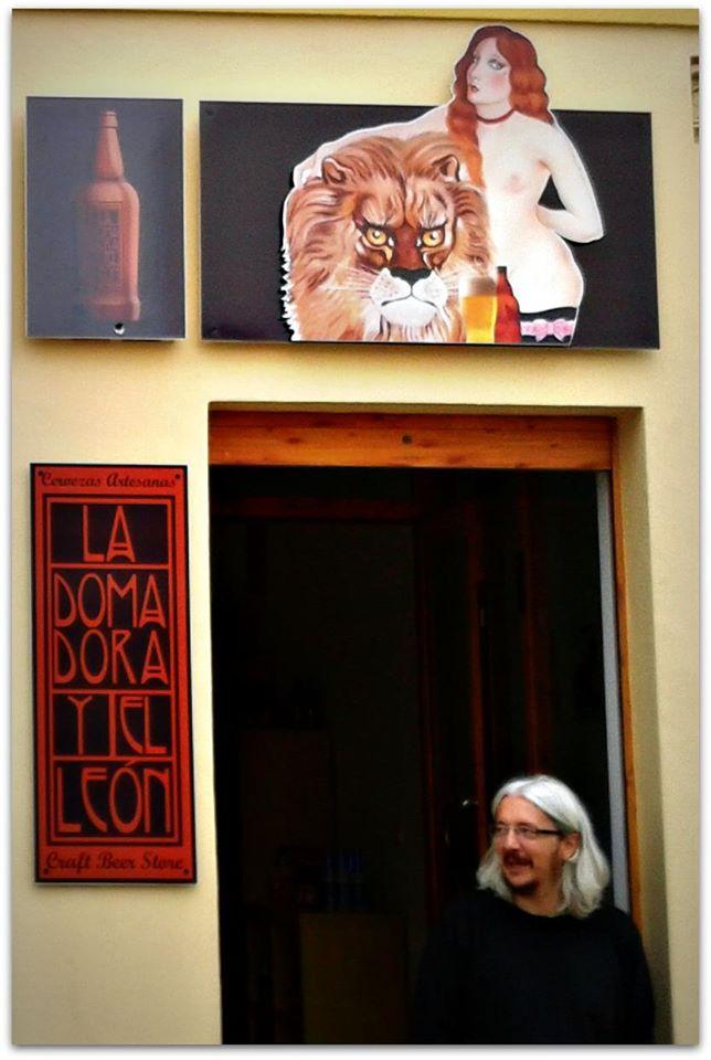 El león en la tienda de la calle los Huertos de Nerja, 2012